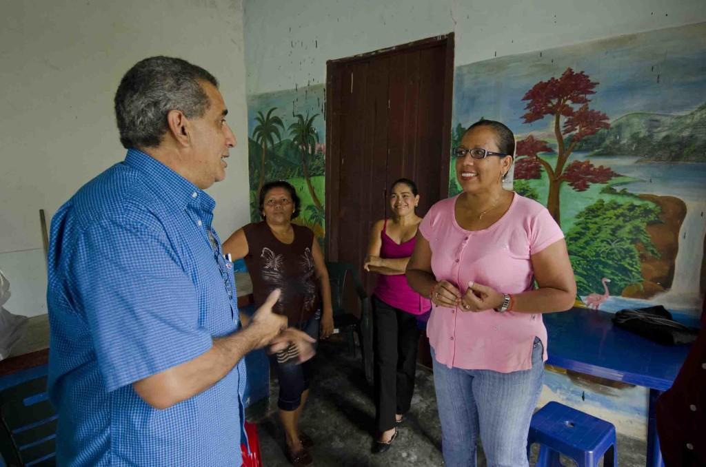 Reunion de miembros del proyecto de microcredito de Total - Fundefir con los miembros del Bankomunal Guapo Comunal en la población del Guapo, Estado Miranda. 06-05-2011