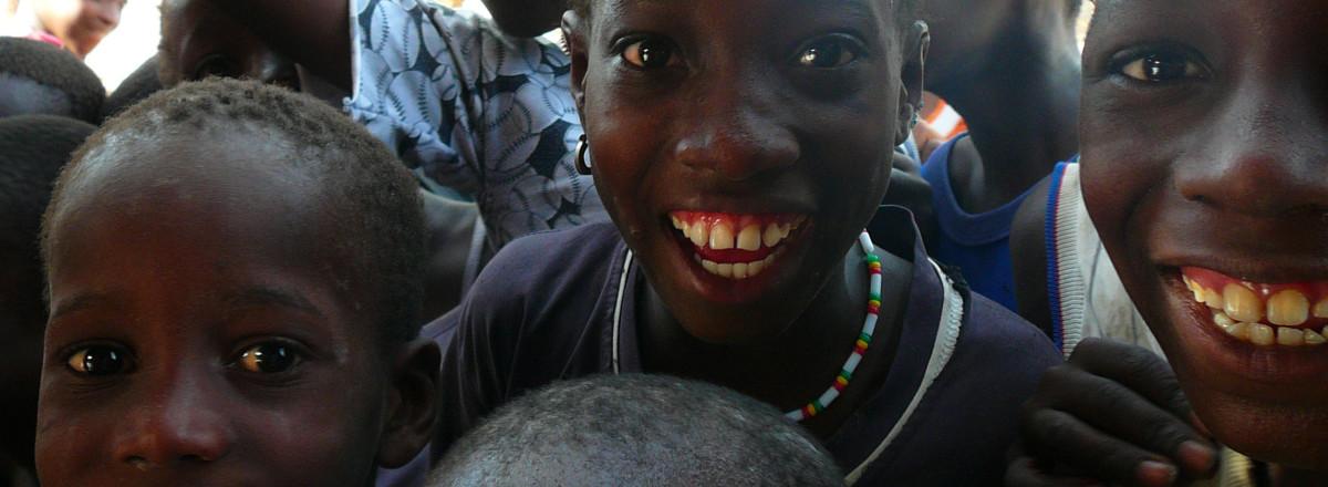 niños del primer Bankomunal en Senegal, Africa.