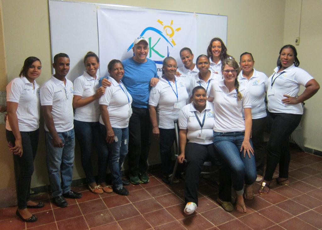 Salomon Raydan junto a asesoras de Bankomunales de República Dominicana y Haití.