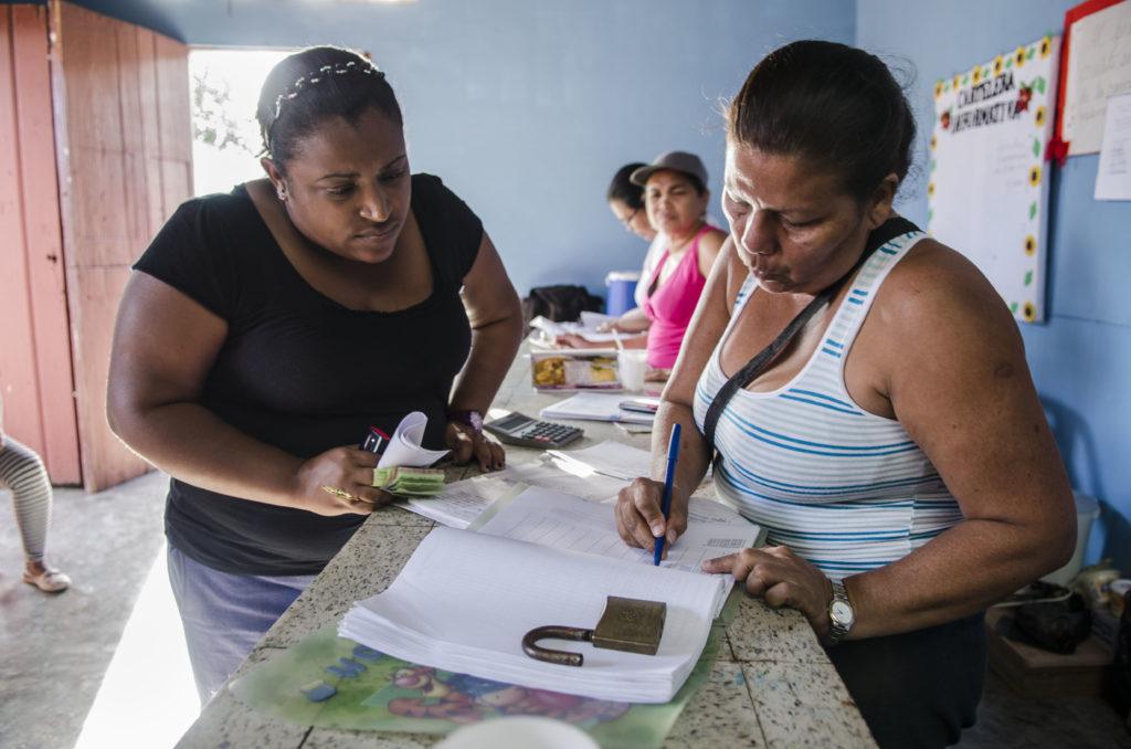 Actividad del Bankomunal Guapo comunal, en El Guapo, estado Miranda. El Guapo, 29/02/12. (Gabriel Osorio / Orinoquiaphoto)